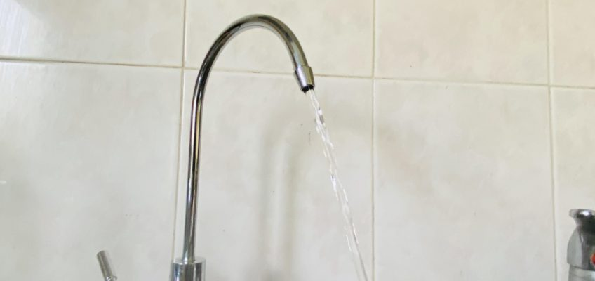 filter tap with water running